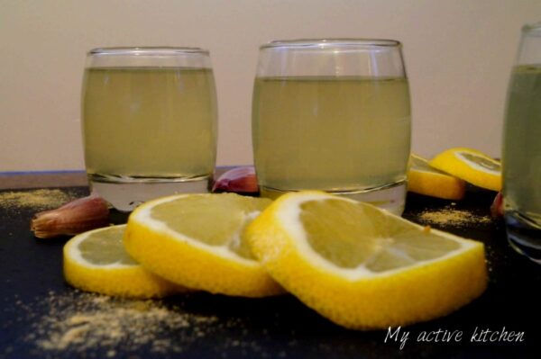image of lemon detox drink with garnish