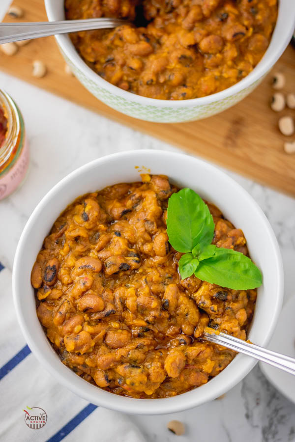 2 bowls of Nigerian stewed beans.
