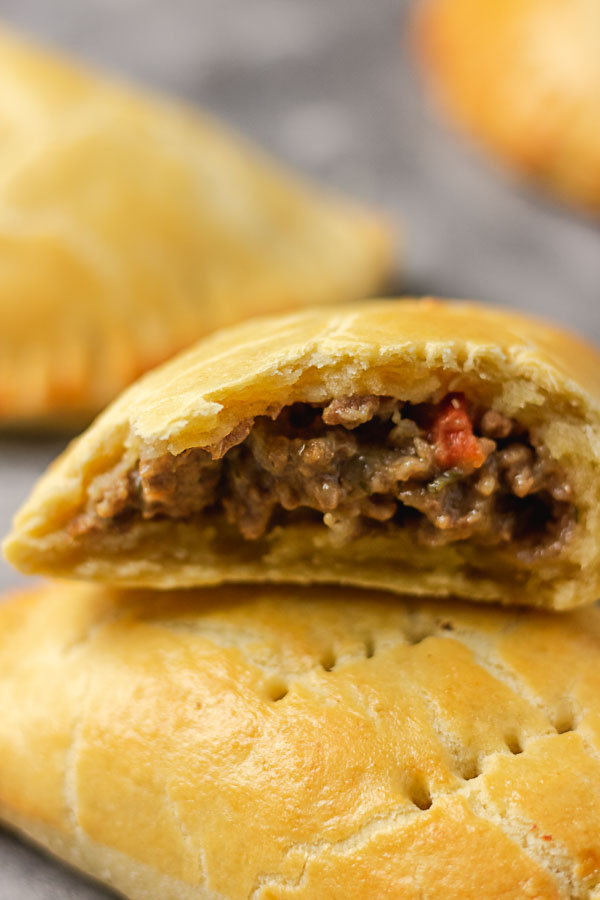 meat pie with beef mince fillings