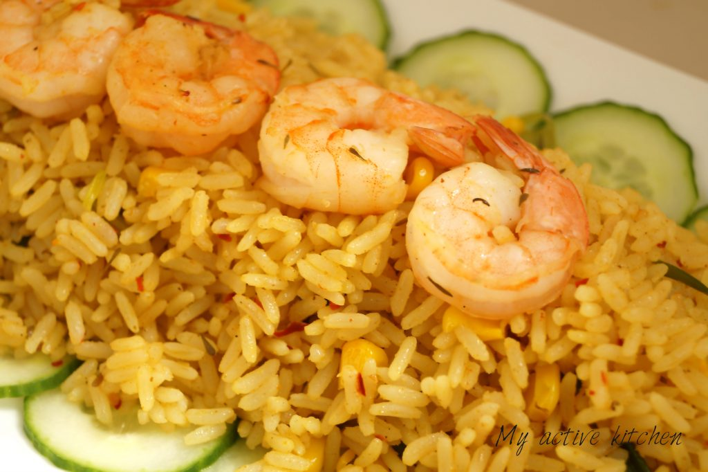 coconut rice and shrimps with sliced cucumber